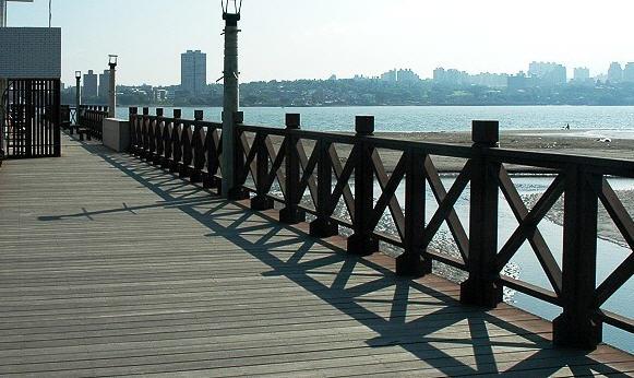 觀海長堤木棧道