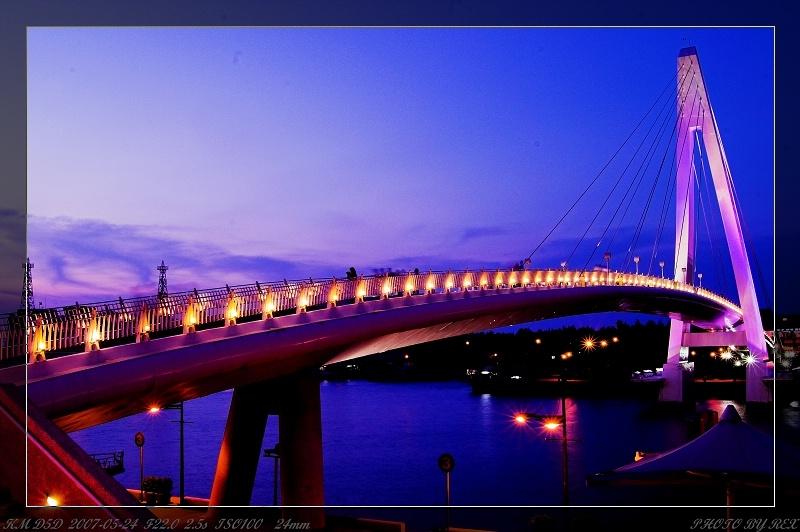 暗藍天空與情人橋