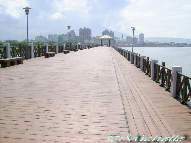 淡水漁人碼頭木棧道