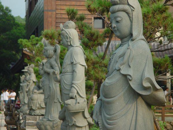 緣道觀音廟觀音石雕像群