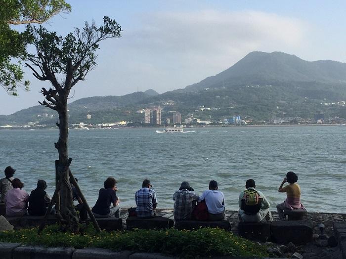 1895年,日本重新開設淡水稅關,由於淡水港沒落,關務較悠閒。