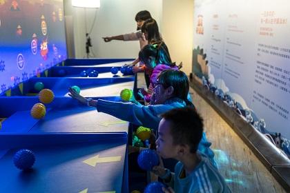 將戰役元素與情境帶入互動遊戲中,寓教於樂