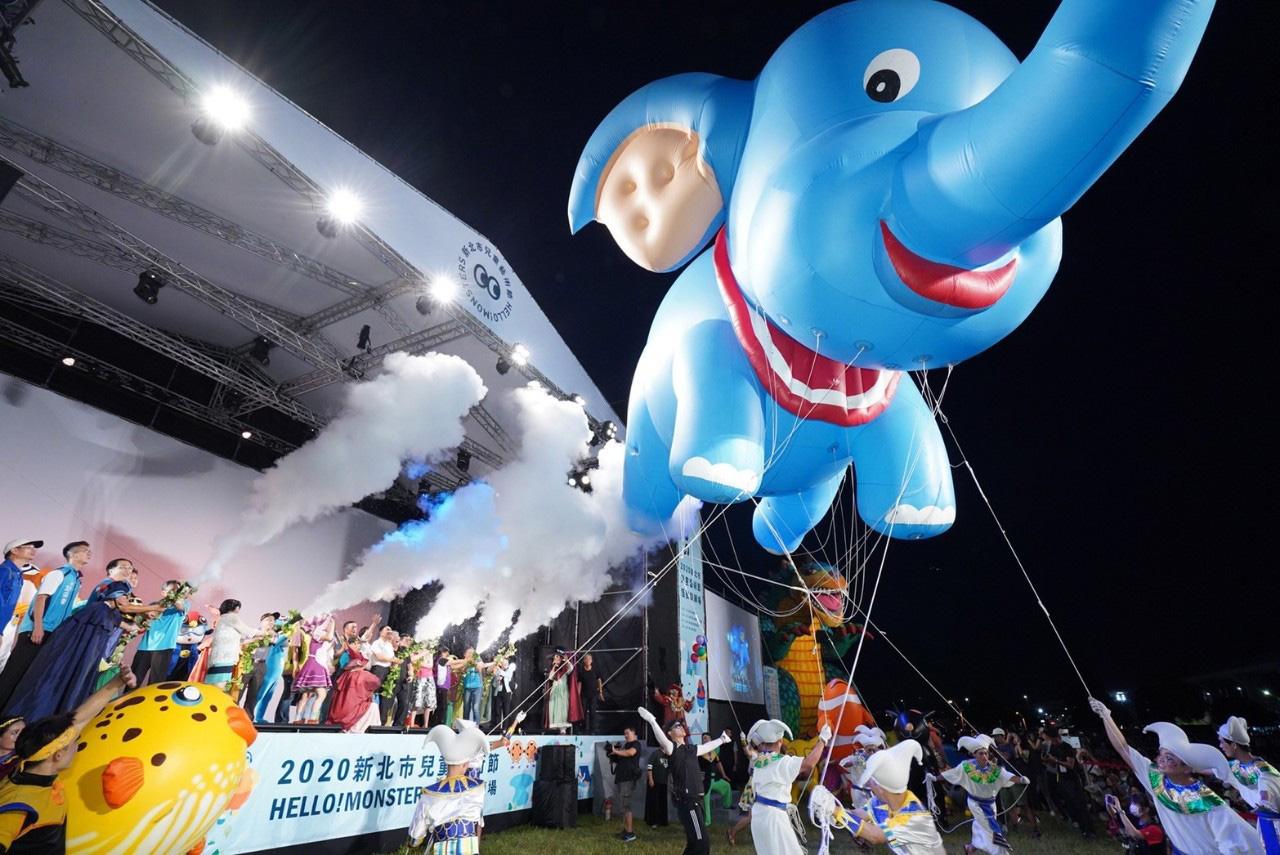 2020新北兒藝節X熊猴森樂園滑梯聯合開幕,侯友宜邀大小朋友歡度暑假